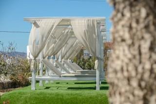 facilities birikos studios naxos sunbeds
